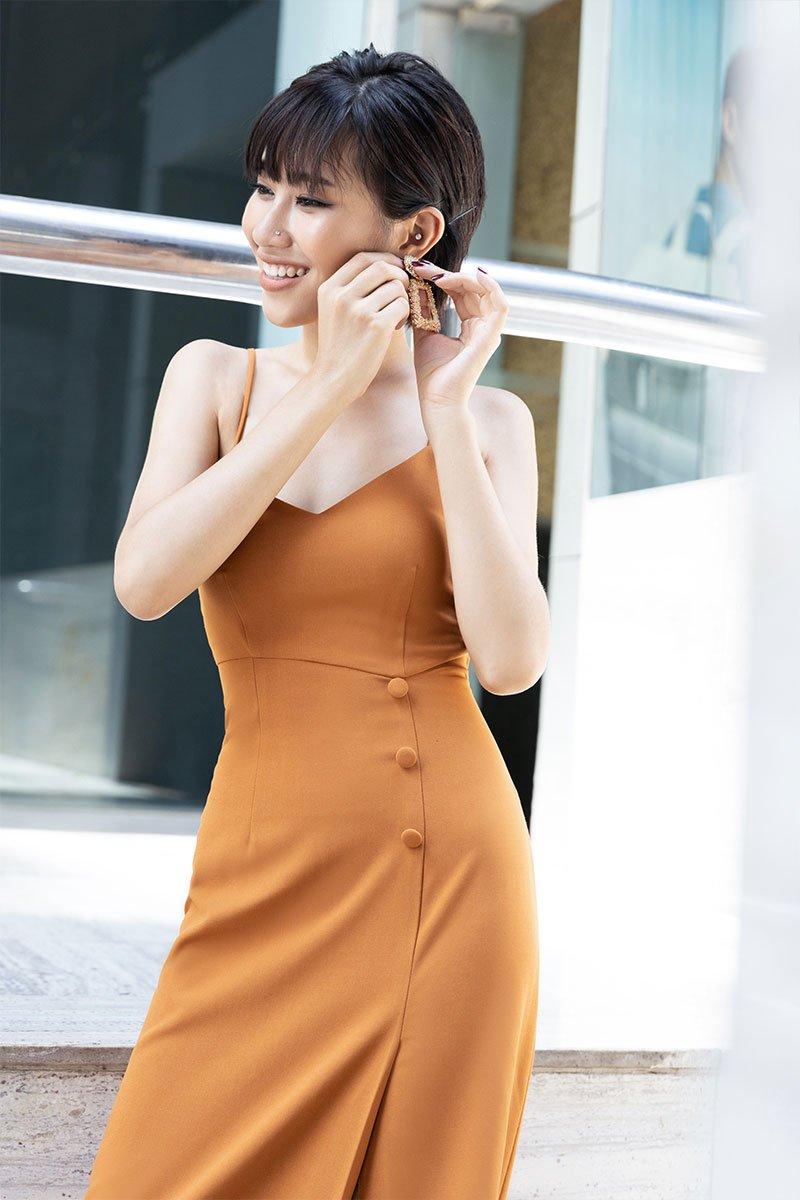 Đầm maxi 2 dây CA xẻ đùi cam