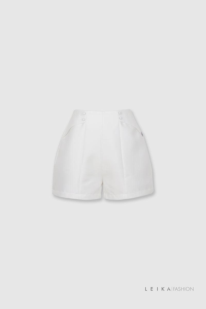 Quần sooc vải trơn đính cúc trắng